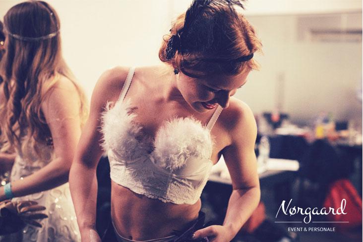 burlesqueshow_backstage